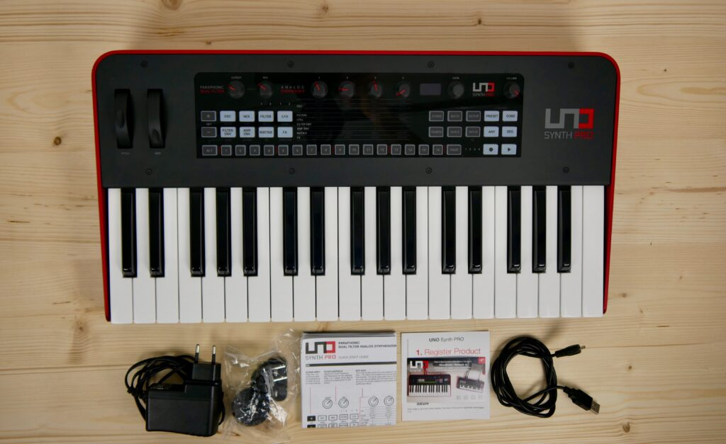 IK Multimedia UNO Synth Pro Unboxing