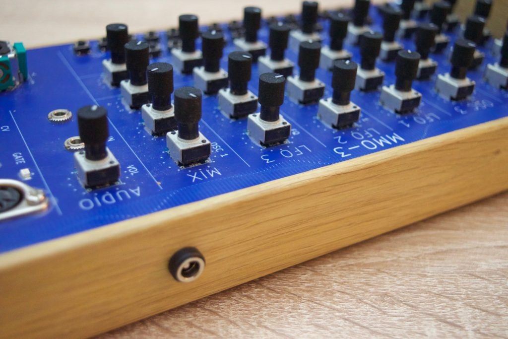 MMO-3 knobs