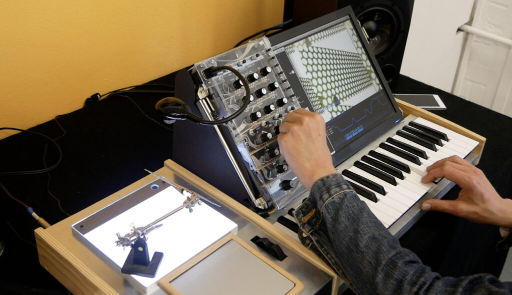 SILHOUETTE Synthesizer
